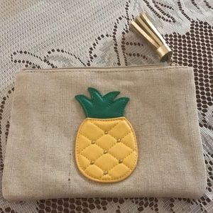 Avon's Pineable Pouch